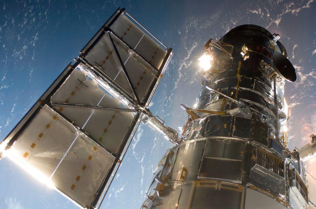 Análisis de haces de iones para el  Hubble