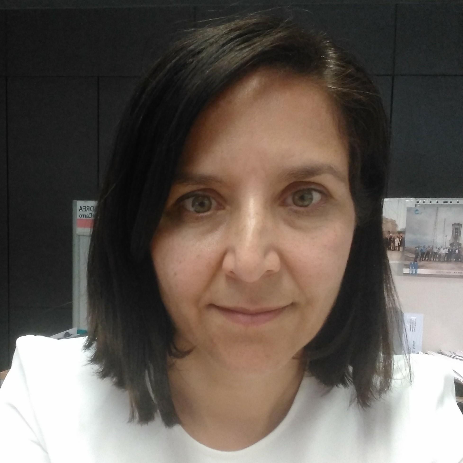 Andrea J. Pérez-Carro